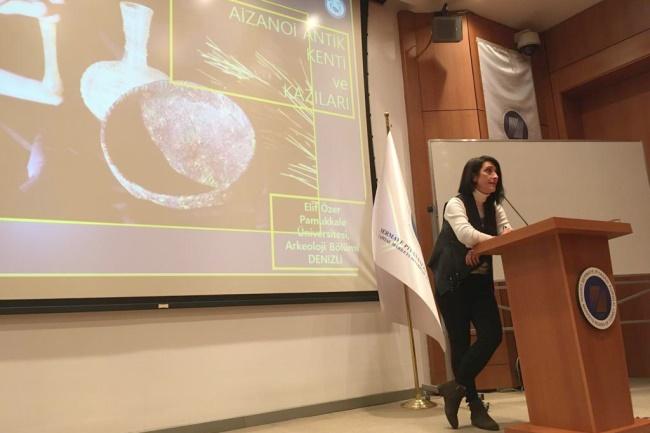Prof. Dr. Özer SPK'da İlk Borsa Binası Bulunan Aizanoi Antik Kentini Anlattı - OBJEKTİF DENİZLİ HABER